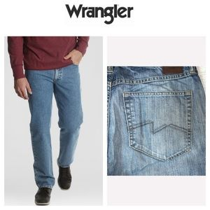Wrangler Straight Fit Distressed Jeans.  32/30